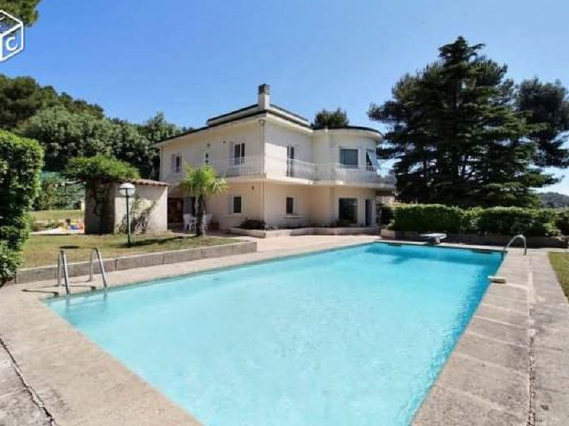 Location maison / villa Bouc bel air 3900€ CC - Photo 1
