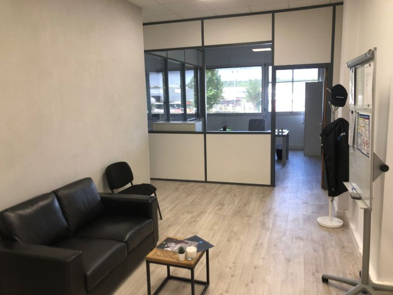 Rental empty room/storage Aix en provence 920€ CC - Picture 5