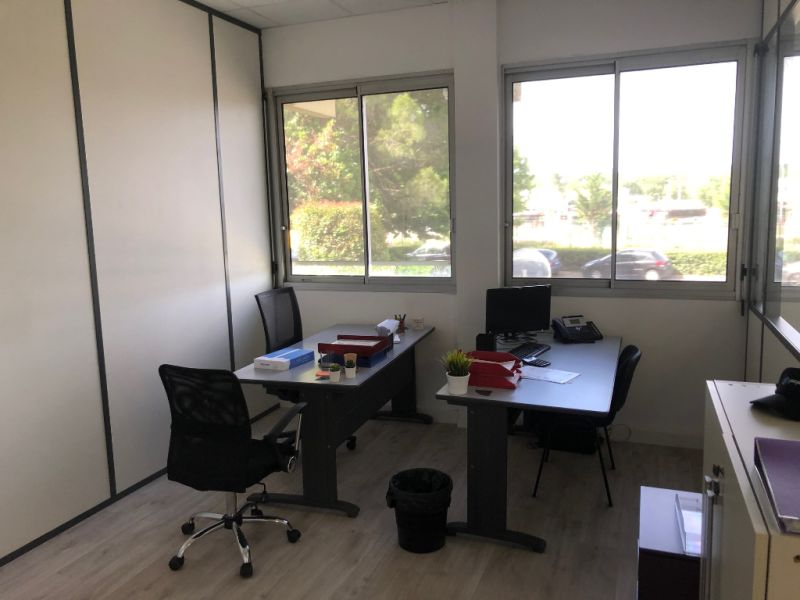 Rental empty room/storage Aix en provence 920€ CC - Picture 8