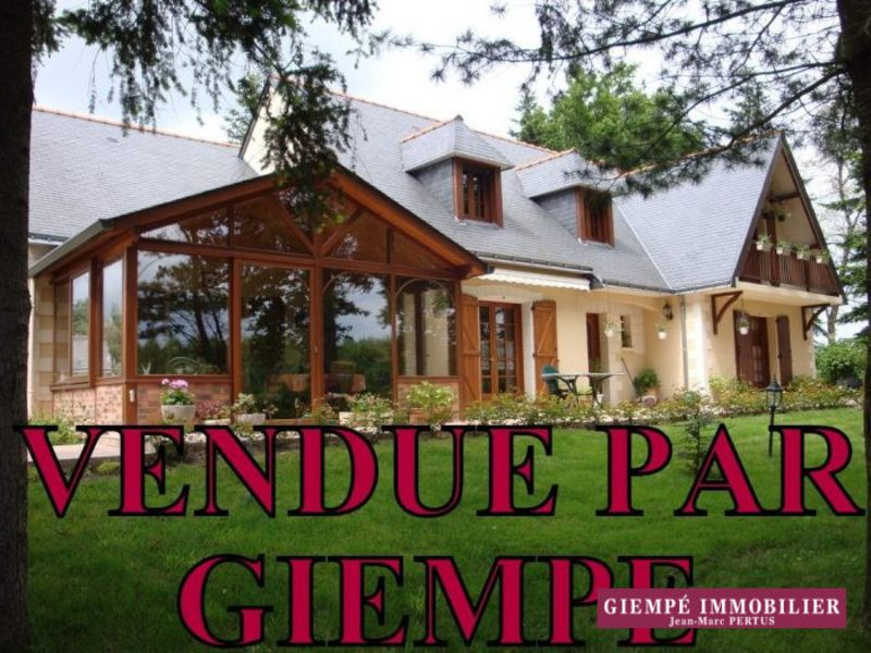 Sale house / villa Échemiré 248400€ - Picture 1