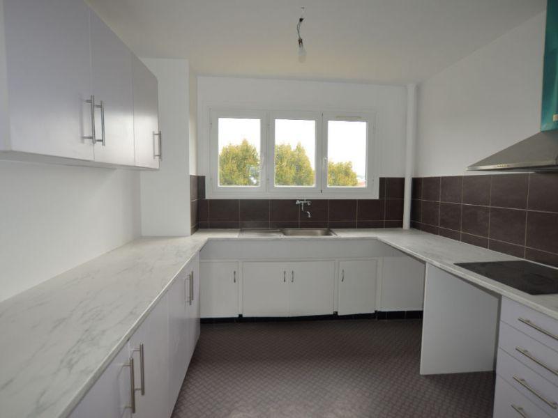 Sale apartment Petit couronne 77000€ - Picture 3