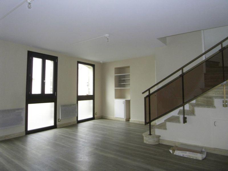 Rental house / villa Segonzac 406€ CC - Picture 1