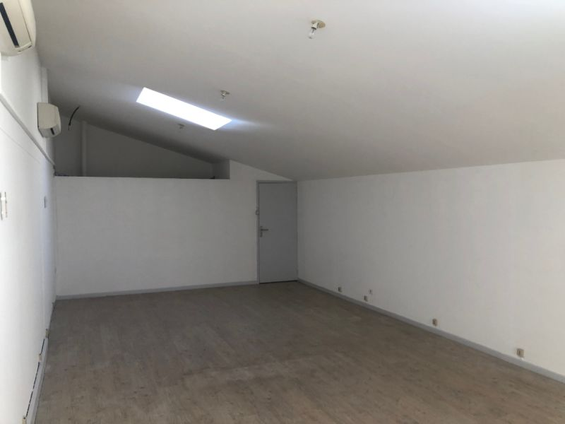 Rental empty room/storage Aix en provence 1 200€ CC - Picture 7