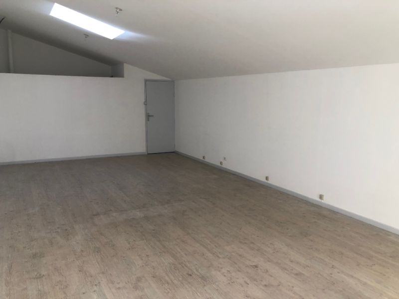 Rental empty room/storage Aix en provence 1 200€ CC - Picture 8