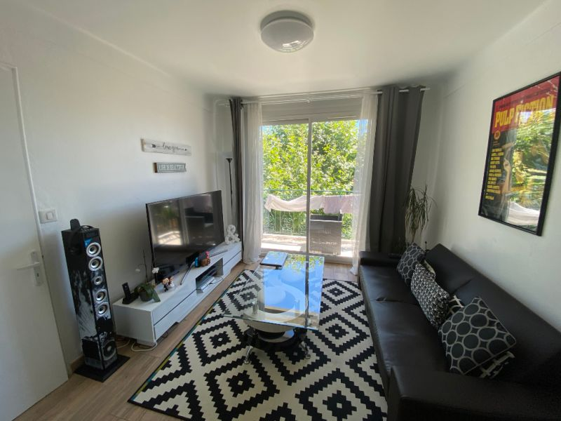 Rental apartment Les milles 910€ CC - Picture 2