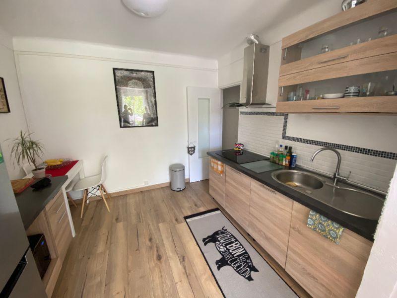 Rental apartment Les milles 910€ CC - Picture 3
