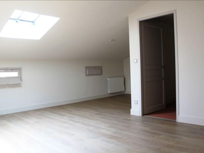 Rental apartment Villeneuve les avignon 564€ CC - Picture 2