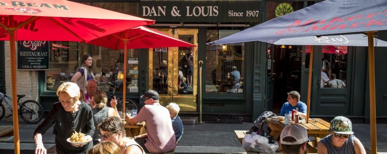 Dine at one of the city\'s oldest restaurants, Dan & Louis, in Old Town Chinatown.