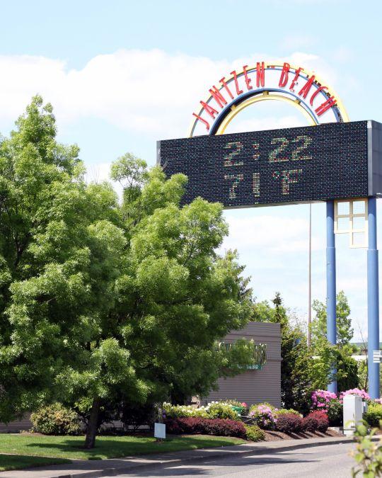 outdoor sign at Jantzen Beach Center