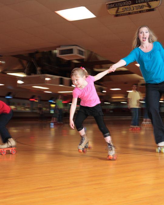 a family roller skating at Oaks Amusement Park