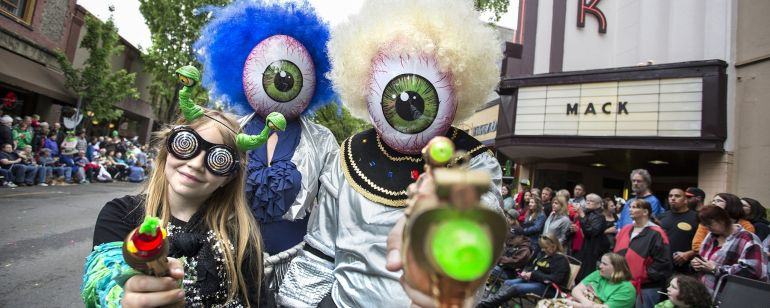 people dressed as aliens at a parade