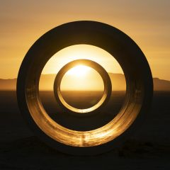 Thunderstruck 2.0: black hole sun