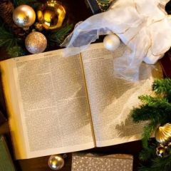A Pittock Mansion Christmas: Wonderful World of Books