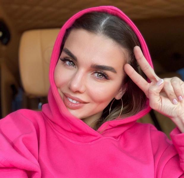 Анна Седокова Грааль: певица презентовала новый клип посвятив его важной теме