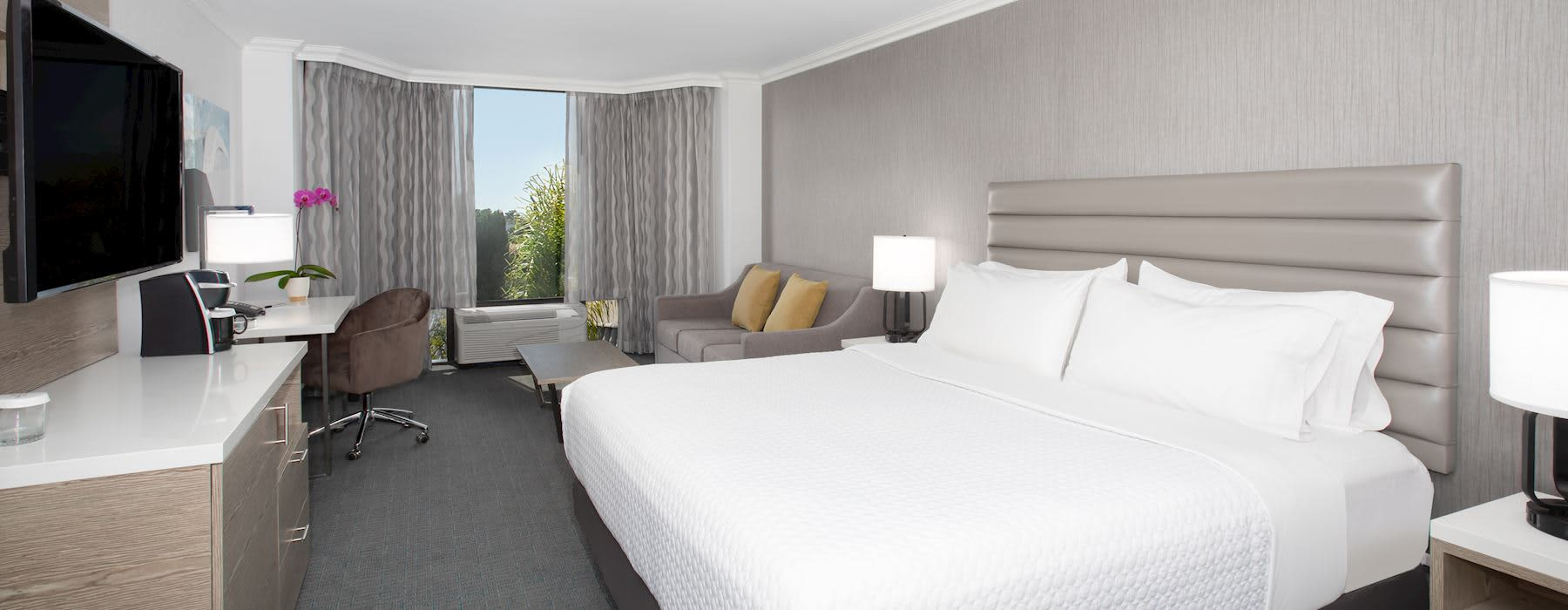 Crowne Plaza Costa Mesa OC Featured Special
