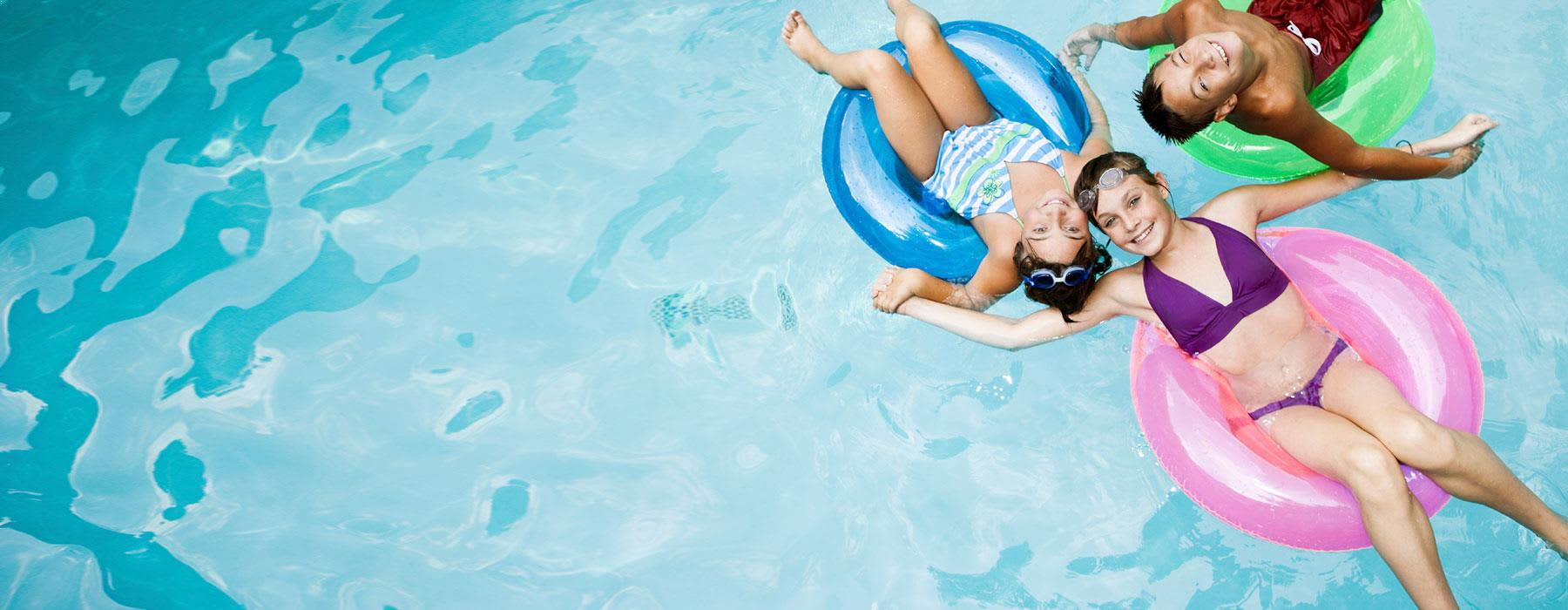 Outdoor Pool and Hot Tub at Costa Mesa Hotel
