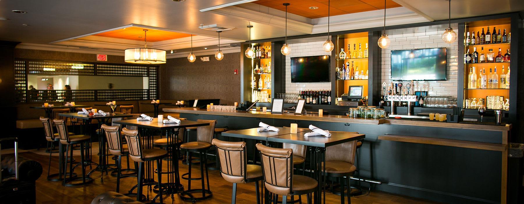 Onsite Restaurant/Bar at Crowne Plaza Costa Mesa OC