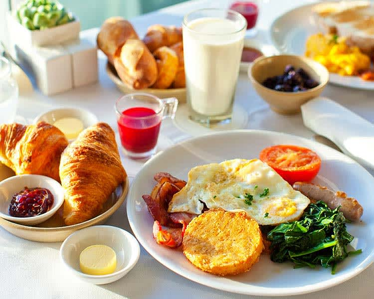 Complimentary Hot Breakfast - Hotel Solares Riverside Avenue Santa Cruz California