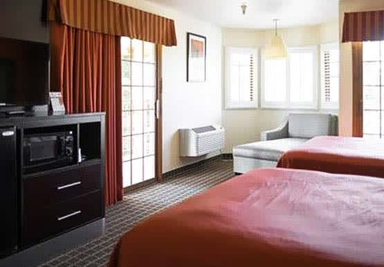 Deluxe King Double Queen - Hotel Solares Riverside Avenue Santa Cruz California