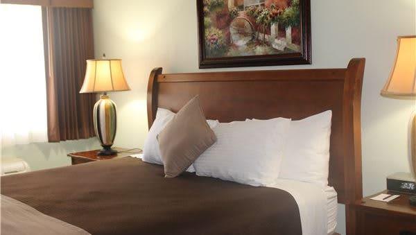 King Room in O'Cairns Inn & Suites, Lompoc