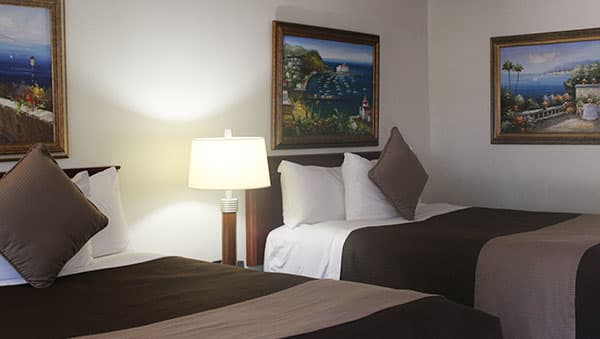 Two Queen Beds Room at O'Cairns Inn & Suites, California