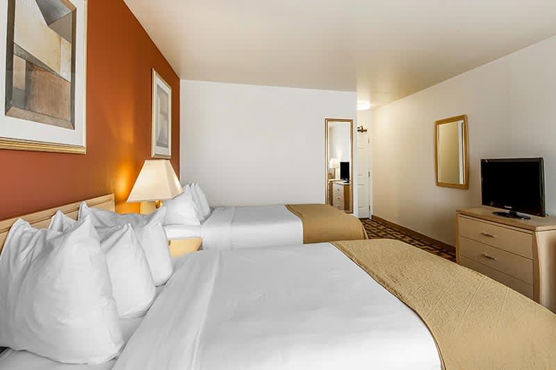 Traditional Guest Rooms at Quality Inn Petaluma - Sonoma