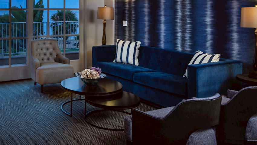 Outstanding La Jolla Villas By The Beach La Valencia Hotel And Spa Inzonedesignstudio Interior Chair Design Inzonedesignstudiocom