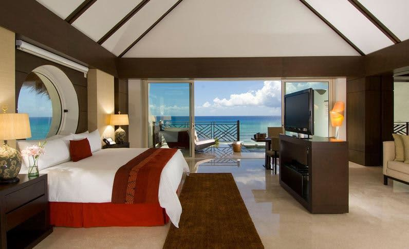 pool-king-ocean-front-viewthe-ambassador-experience