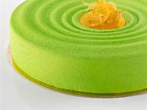 Tort limonkowo karmelowy