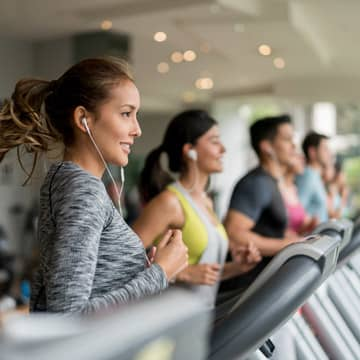 What fitness equipment does the fitness center at Cambria Rockville have?