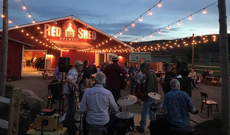 red-shed-brewery-cooperstown-tap-room-cooperstown-th