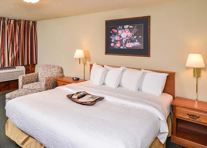 King Room at Courtesy Inn Eugene, Oregon