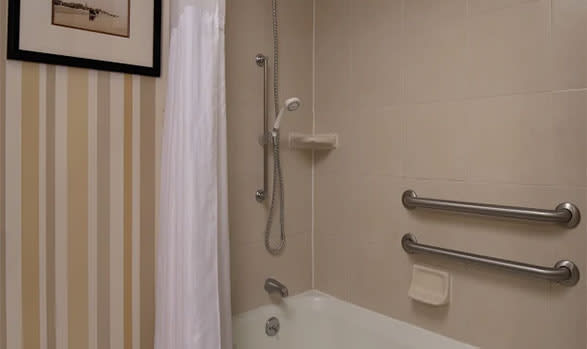 Hilton Daytona Beach Oceanfront Resort Mobility/Hearing Access w/ Bathtub Room