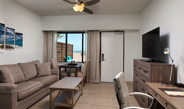 Hilton Daytona Beach Oceanfront Resort Oceanfront Cabana Suite Mobility Access w/ Bathtub - 2 Queen Beds