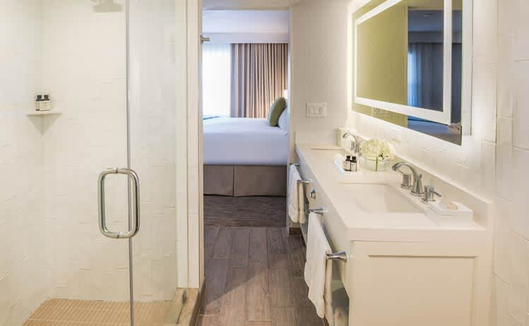 Premium Queen Suite with Roll-in Shower at Beach House Suites, Florida