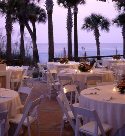 Enjoy the Weddings in the Courtyard of The Don CeSar Hotel