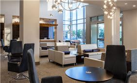 holiday-inn-cleveland-clinic-ohio-waiting-lounge