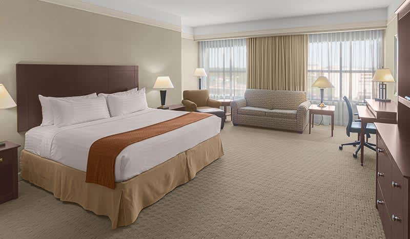 Holiday Inn Baton Rouge College Drive I-10 Hotel, Louisiana Junior Suite With Garden Tub