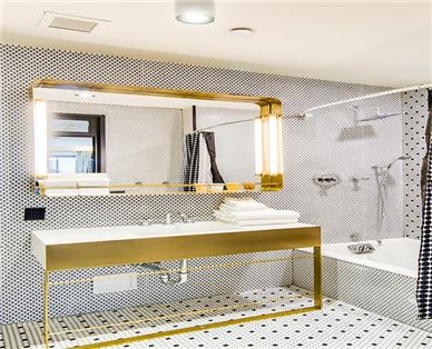Hotel Shocard Amenities - Ensemble Suite Bathroom