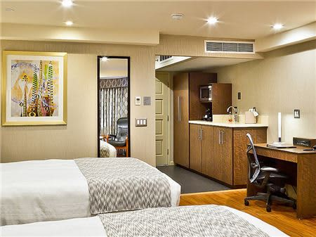 2 Queen Beds with Kitchen