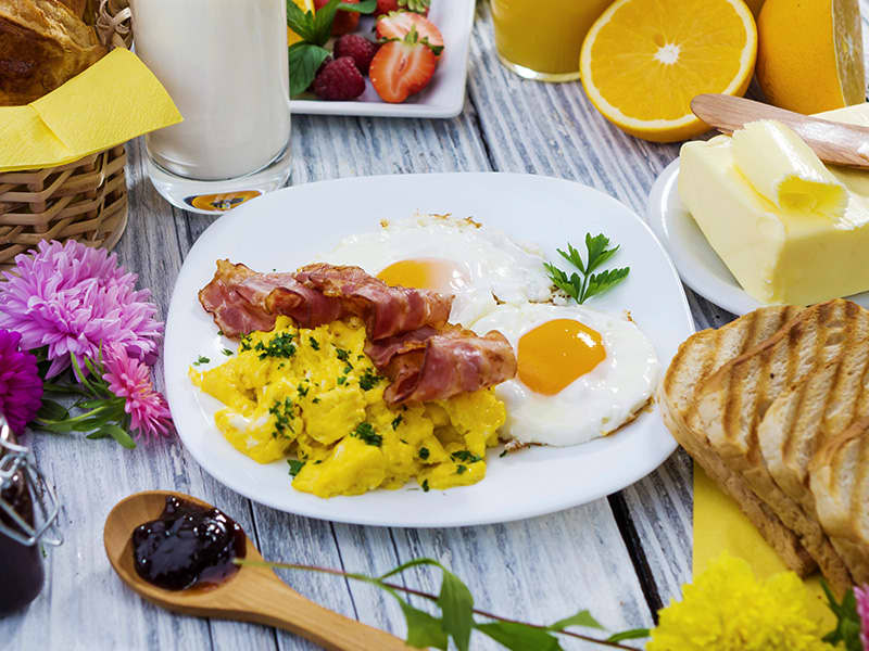 Does Hotel Strata offer free breakfast?