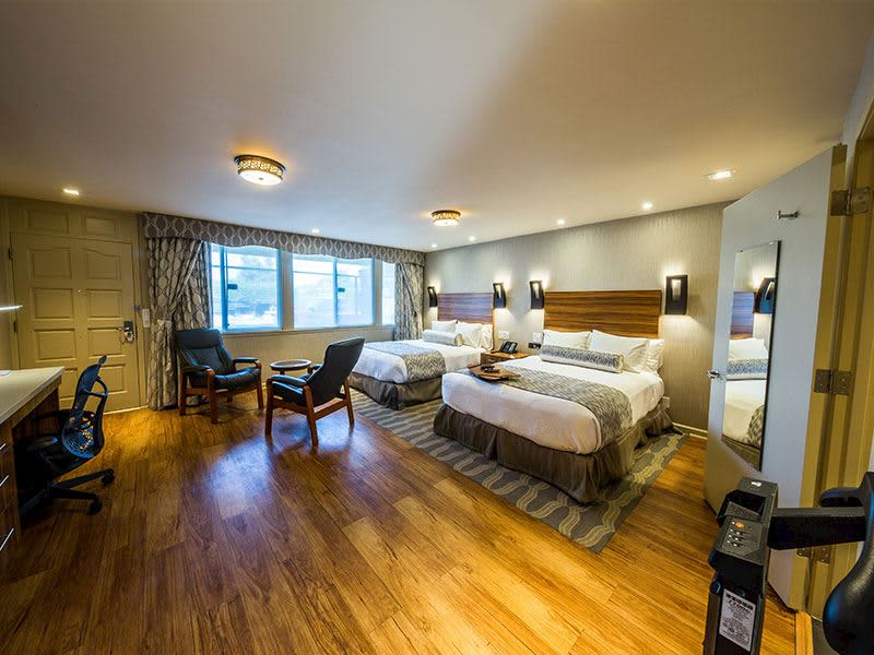 2 Queen Beds with Kitchen at Hotel Strata, Mountain View