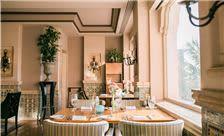 La Valencia Hotel - Window Seat