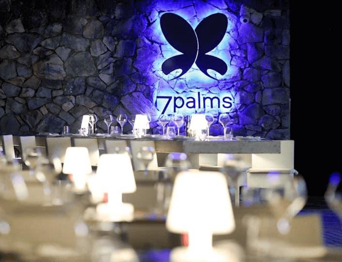7 Palms lounge bar