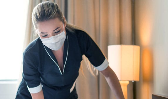 Are the hotel staff required to wear masks?