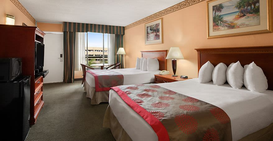 Deluxe Hollywood Guest Suites of Ramada Hollywood Downtown