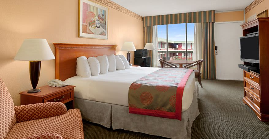Standard Hollywood Guestrooms of Ramada Hollywood Downtown