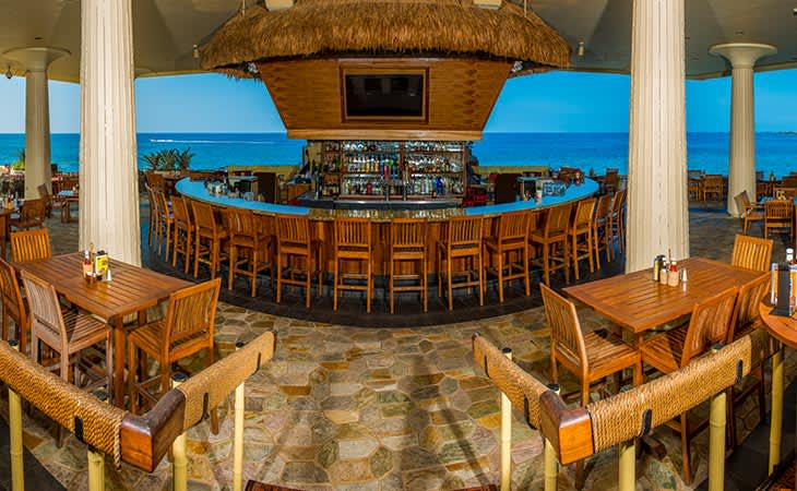 Dons Mai Tai Bar in Kailua Resort