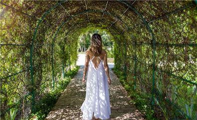 tunnel garden the fives beach