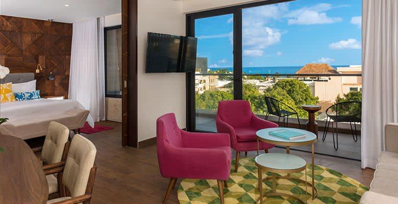 1 King Bed Suite Whirlpool Ocean View in The Five Downtown, Playa del Carmen